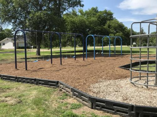 Monkey bar structure & swing set - Blunt Elementary